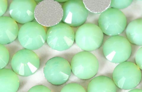 Стразы SS6 зелёный перидот опал 100 шт