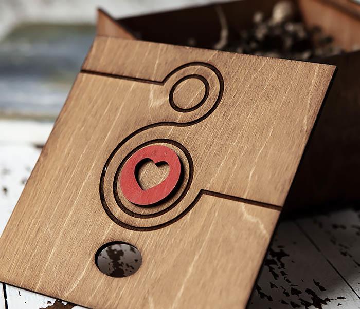 BOX221-2 Большая коричневая коробка «8» к женскому празднику (17*17*10 см) фото 05