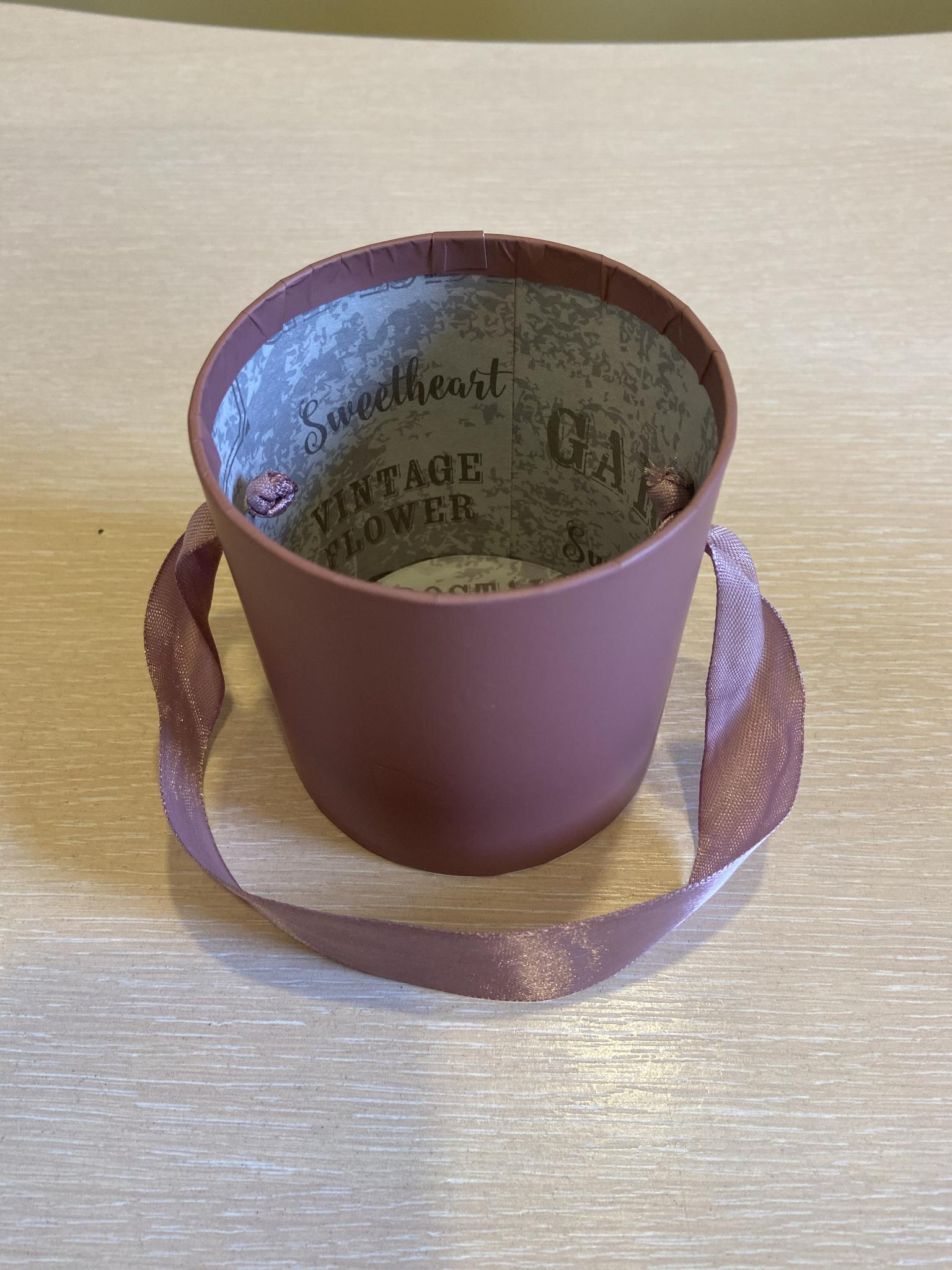 Шляпная коробка эконом вариант 8 см . Цвет; Кофейный . Розница 150 рублей .