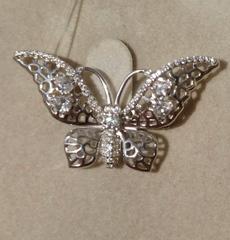 Брошь в форме бабочки из серебра.