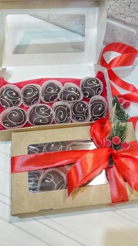 Клубника в шоколаде в новогоднем оформлении