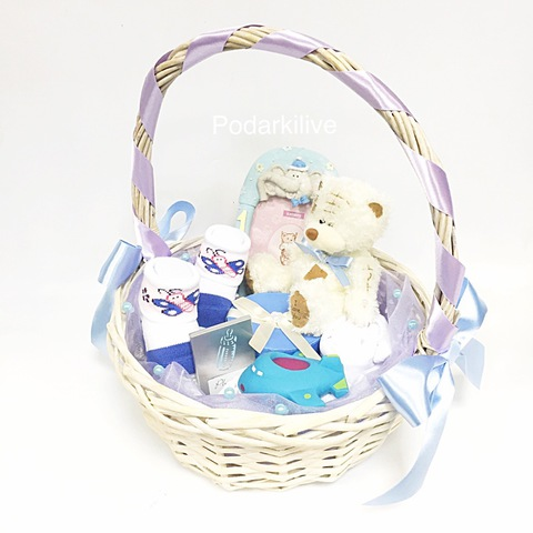 Букет из детской одежды в корзине №21