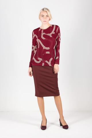 Фото бордовый приталенный джемпер с цельнокроеным рукавом и модным принтом цепи - Джемпер В569а-644 (1)