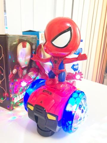 Крутящийся робот со звуком и светом