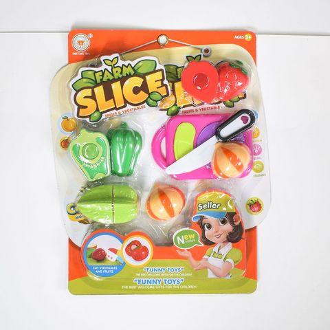 Набор на листе резать овощи и фрукты