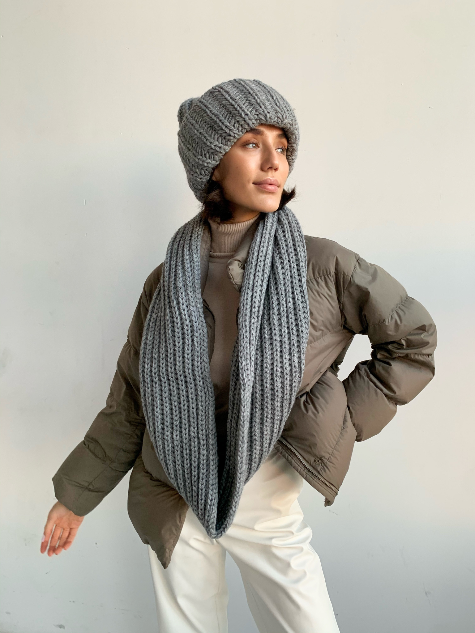 Комплект шапка и снуд (серый)