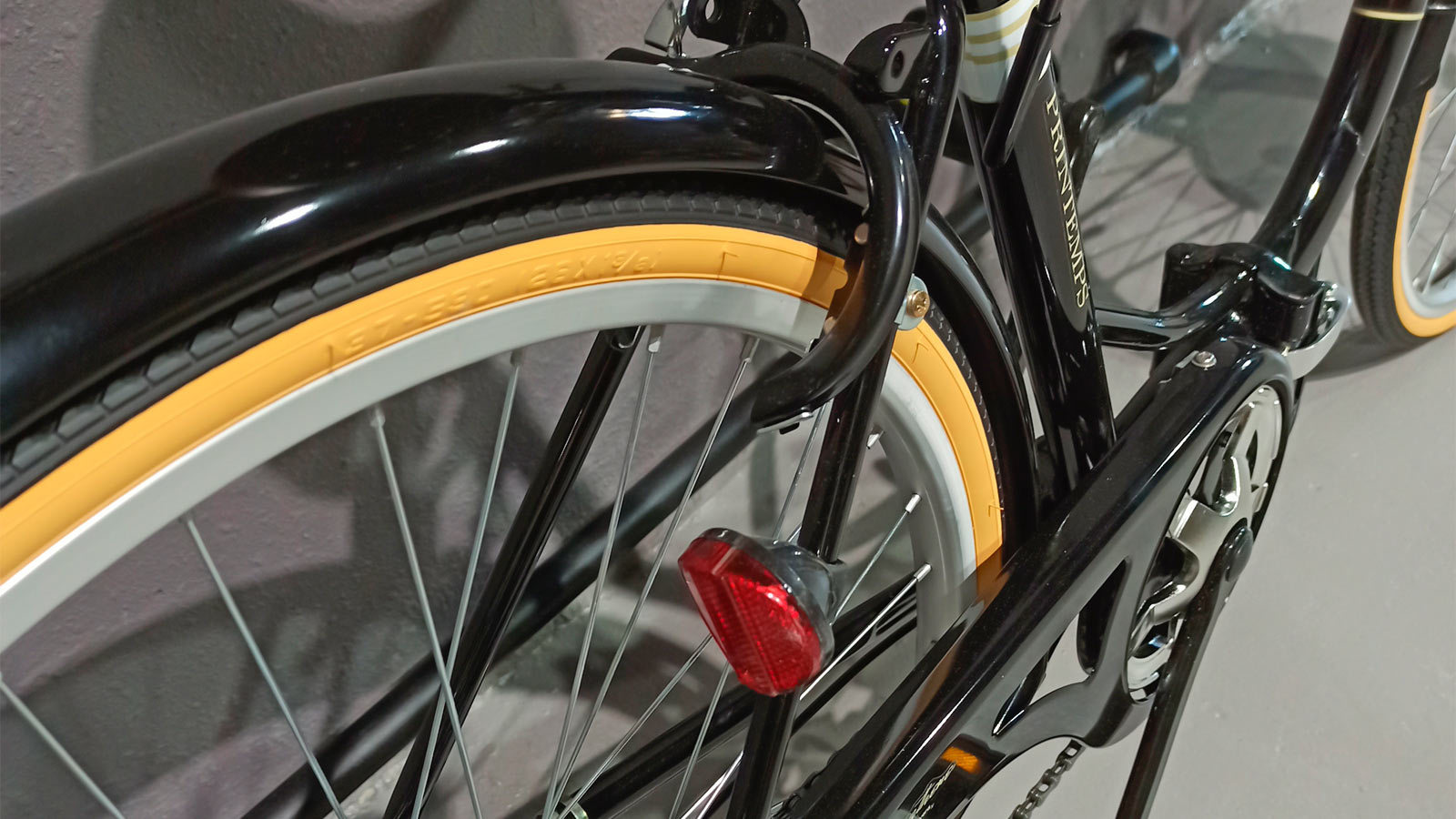 заднее колесо складного японского велосипеда
