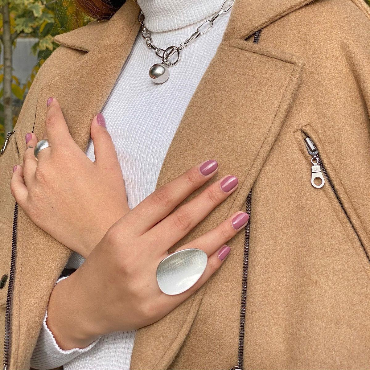 Кольцо в виде матированного овала (серебристый)