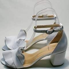 Женские босоножки на толстом каблуке Ari Andano K-0100 White.