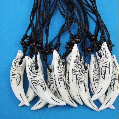 Кулон на шнурке акула