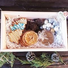 Набор новогодний с печеньем, чипсами и драже