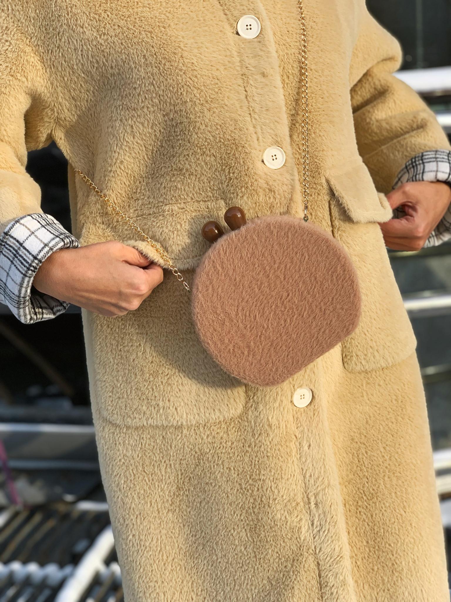 Сумочка-шкатулка с меховой отделкой