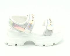 Белые сандалии на высокой подошве с вставками голограмма