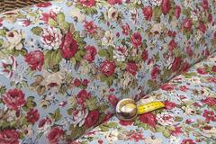 Льняная интерьерная ткань  рисунок РОЗЫ на ГОЛУБОМ фон