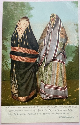Musulmanish women of Syria in Beyrouth town-cloth