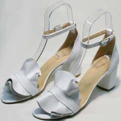 Модные босоножки на среднем каблуке Ari Andano K-0100 White.