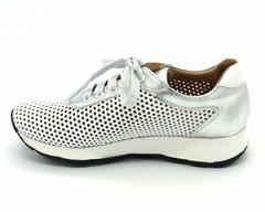 Кроссовки с перфорацией из натуральной кожи на платформе