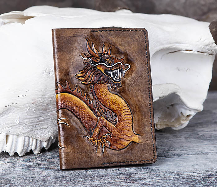 BC165 Кожаная обложка на паспорт с китайским драконом