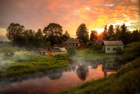 Картина раскраска по номерам 40x50 Пробуждение в тихой деревушке