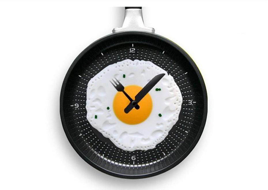 Часы настенные - сковородка с яичницей