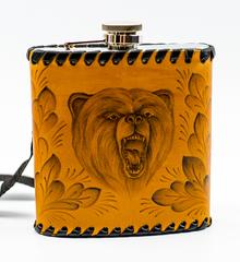 Фляга «Медведь», натуральная кожа с художественным выжиганием, 500 мл, фото 1