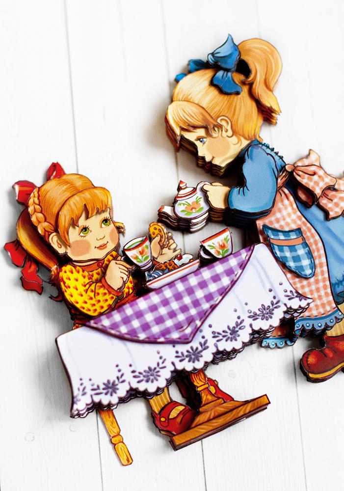 Чаепитие с подружкой - готовая работа, вид снизу.