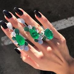 Кольцо с крупным изумрудным камнем в стиле BRUNI