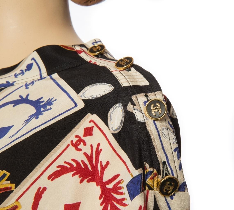 Эффектный шелковый топ с принтом в виде игральных карт от Chanel, 34 размер.