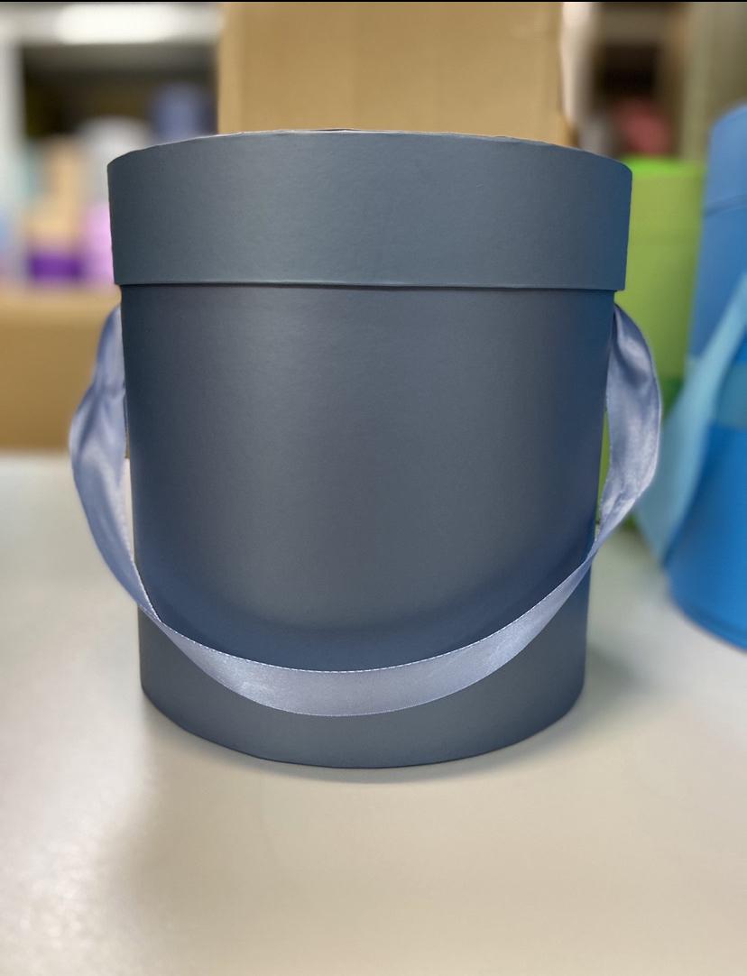 Шляпная коробка эконом вариант 18 см . Цвет: Металлик . Розница 350  рублей .