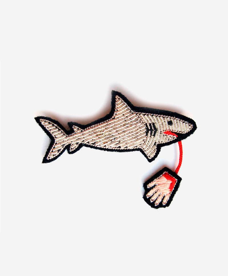 брошь-акула