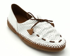 Белые кожаные полуботинки с декоративным шнурком