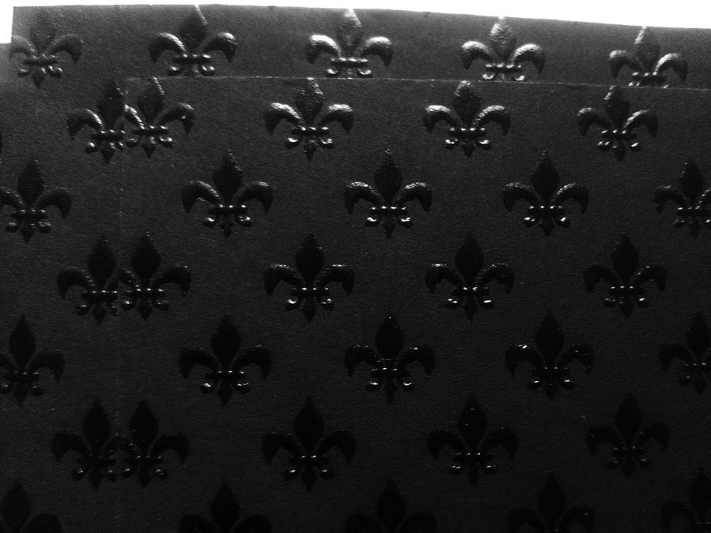 Бумага «Лилия» с тиснением черная, 110 гр/м2