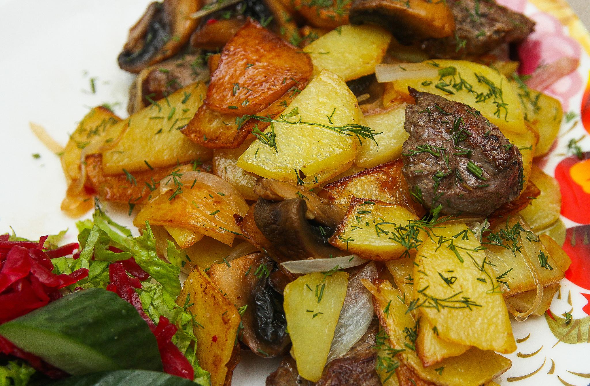 Картофель с грибами и телятиной