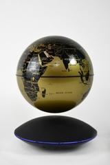 Летающий глобус на подставке (золотой)