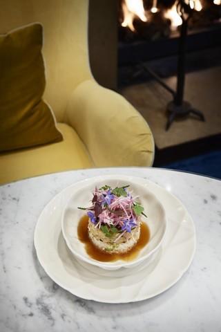Фарфоровая обеденная тарелка  26 см, белая, артикул 650726, серия Succession