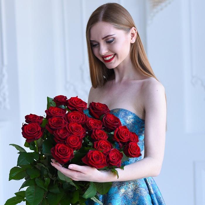 Купить букет 21 красная бордовая роза в Перми доставка заказать круглосуточно