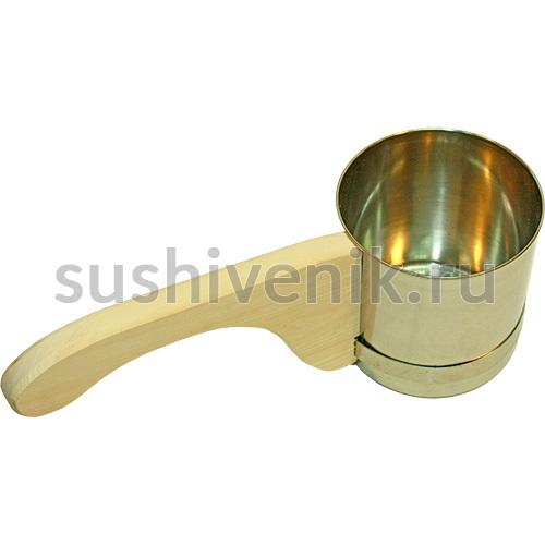 Ковш-черпак с деревянной ручкой
