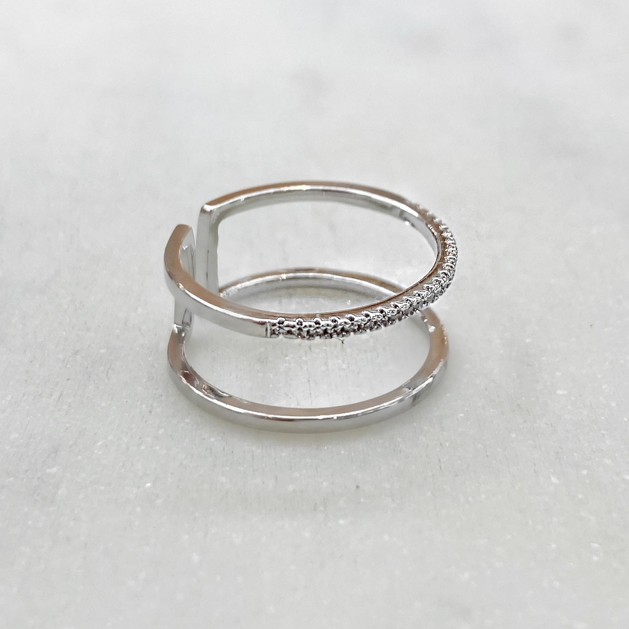 Кольцо двойное незамкнутое с дорожкой цирконов (серебристый)