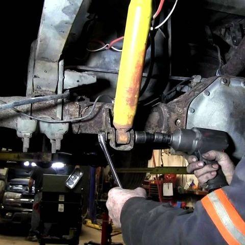 Замена амортизаторов Nissan NP300
