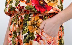 Мрія. Яскрава сукня великих розмірів. Квіти на бежевому.