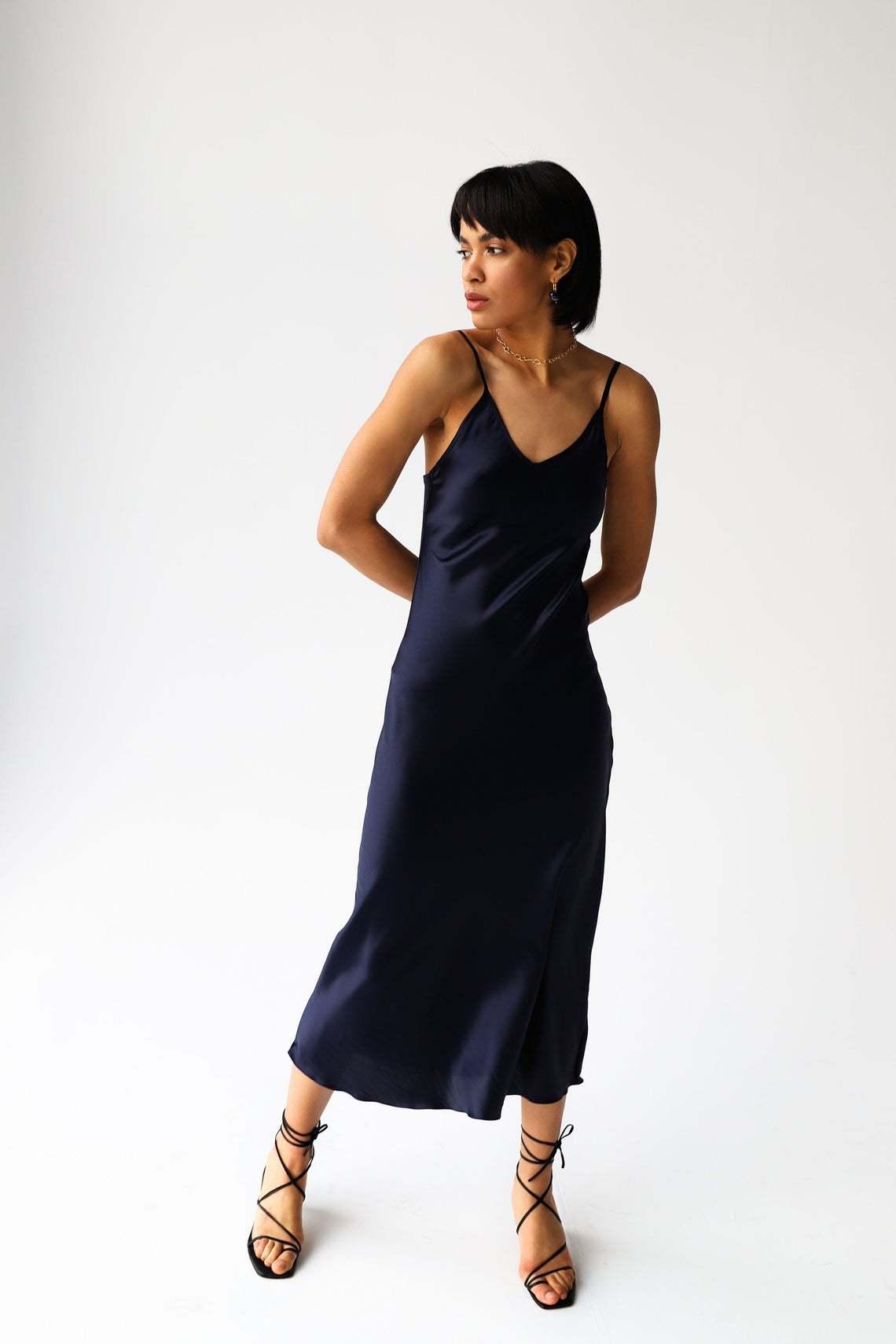 Платье темно-синего цвета  миди из натурального шелка