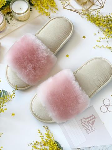 Меховые тапочки розовые с цельной шлейкой и текстильной бежевой стелькой