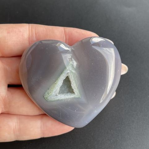 Сердце из агата с друзой кварца