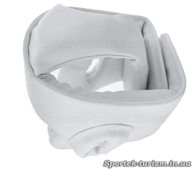 Вид сверху на защитный шлем для единоборств