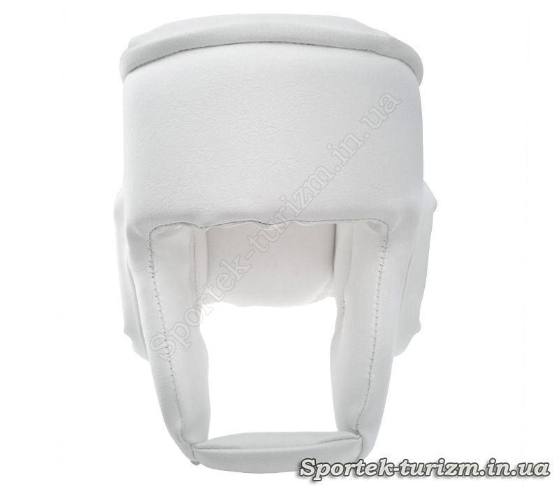 Вид сзади на защитный шлем для единоборств