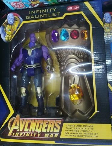Танос с перчаткой силы