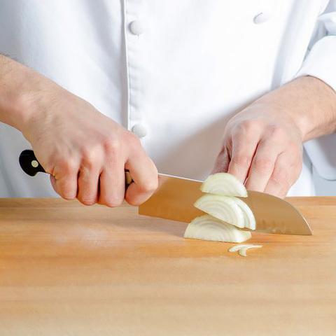 Нож Victorinox сантоку кованый, лезвие 17 см рифленое, черный