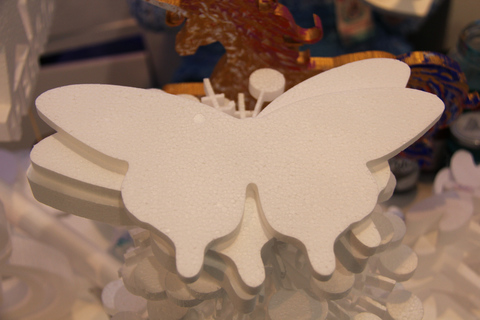 Бабочка из пенопласта фото