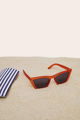 Сонцезахисні окуляри в стилі ретро