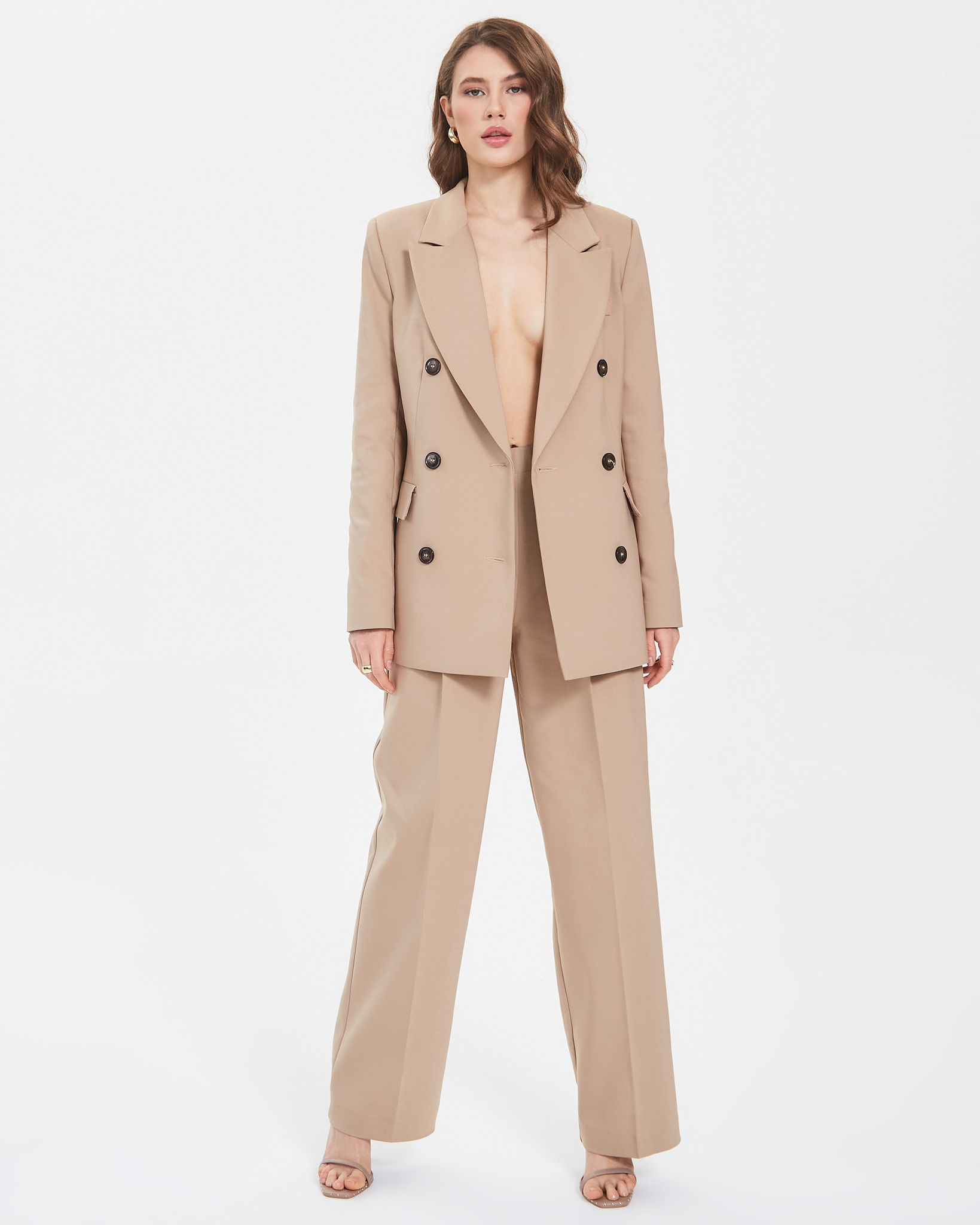 Пиджак двубортный бежевый